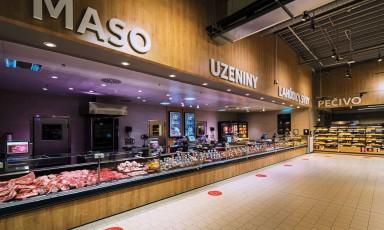 Kaufland versucht in Tschechien und in der Slowakei in den Frische-Abteilungen durch dekorativen Ladenbau die Kunden zu überzeugen
